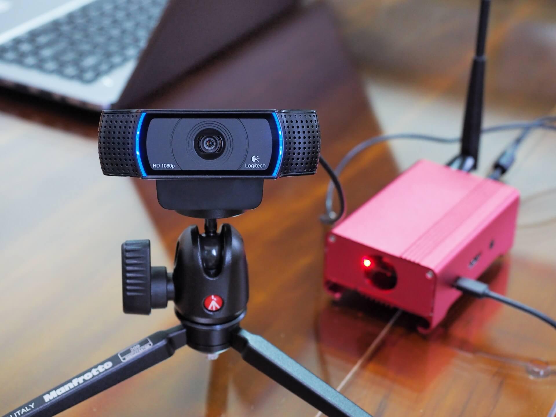 一张树莓派Raspberry Pi 2 Model B开发板加上罗技Logitech C920R HD PRO网路摄影机